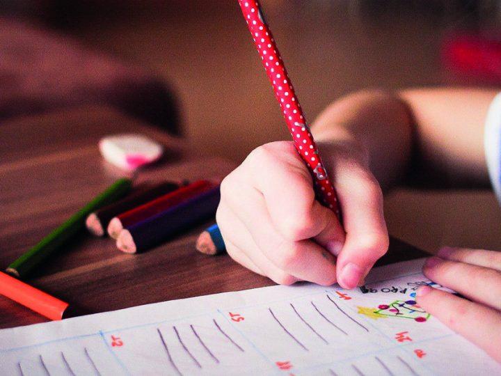 Enkla inomhusaktiviteter för barn