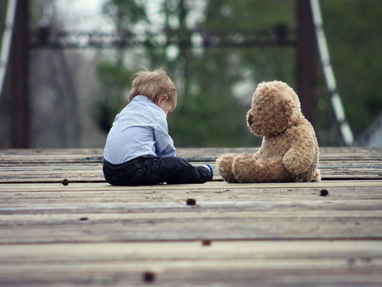 Separationsångest hos barn och hur du som barnvakt kan hantera det